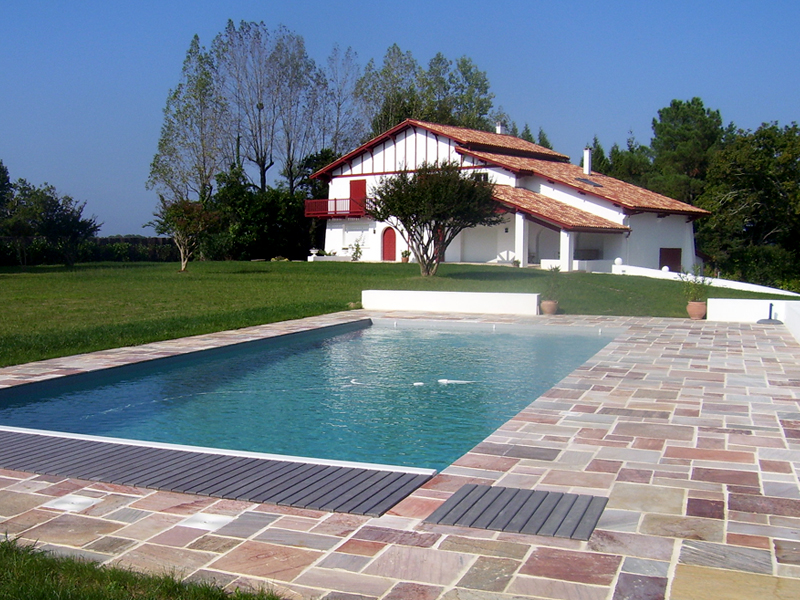 Construction de piscines biarritz vente de mat riel pour for Piscine biarritz