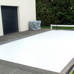 Abri pour filtration piscine abri piscine zyke with abri for Construction piscine zyke